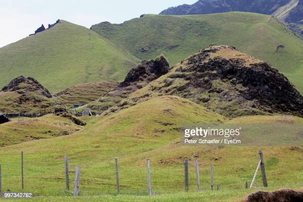 scenic view of landscape against sky - tristan da cunha eiland stockfoto's en -beelden