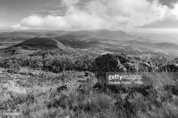 scenic view of landscape against sky,extremadura,spain - blanco y negro stock-fotos und bilder