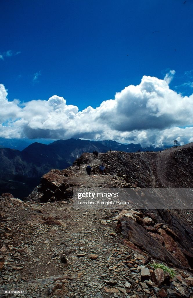 Scenic View Of Landscape And Mountains Against Blue Sky : Foto stock