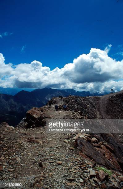 scenic view of landscape and mountains against blue sky - loredana perugini fotografías e imágenes de stock