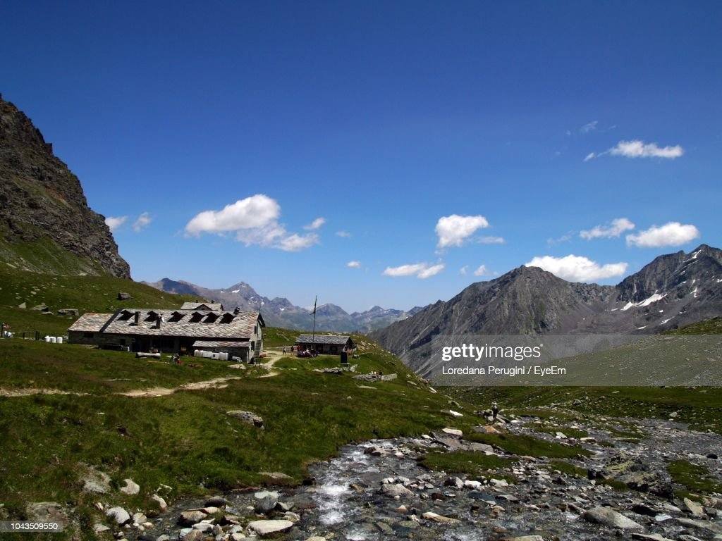 Scenic View Of Landscape And Mountains Against Sky : Foto stock