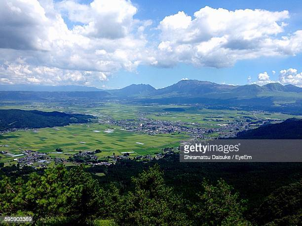 scenic view of mount aso against cloudy sky - 熊本県 ストックフォトと画像