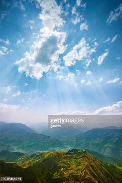vista panorámica del horizonte de la montaña. - paisajes de india fotografías e imágenes de stock