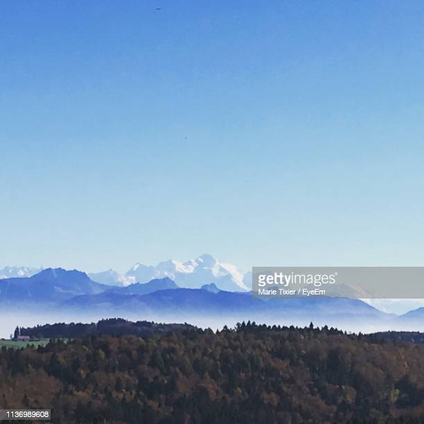 scenic view of mountains against blue sky - kanton waadt stock-fotos und bilder