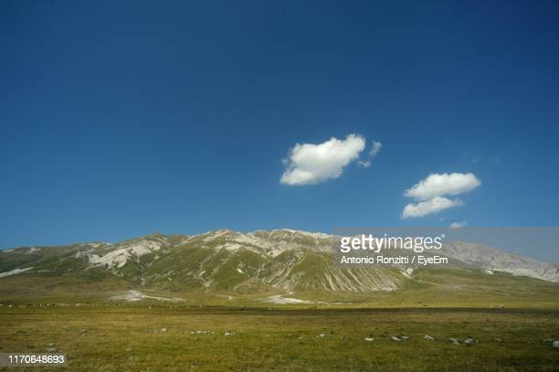 scenic view of mountains against blue sky - カンポ・インペラトーレ ストックフォトと画像