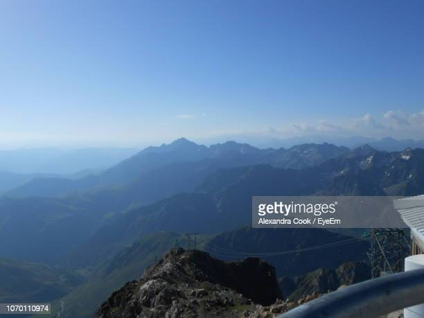 scenic view of mountains against clear sky - バニェールドビゴール ストックフォトと画像