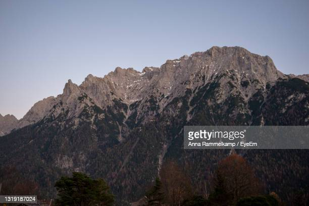 scenic view of mountains against clear sky - mittenwald fotografías e imágenes de stock