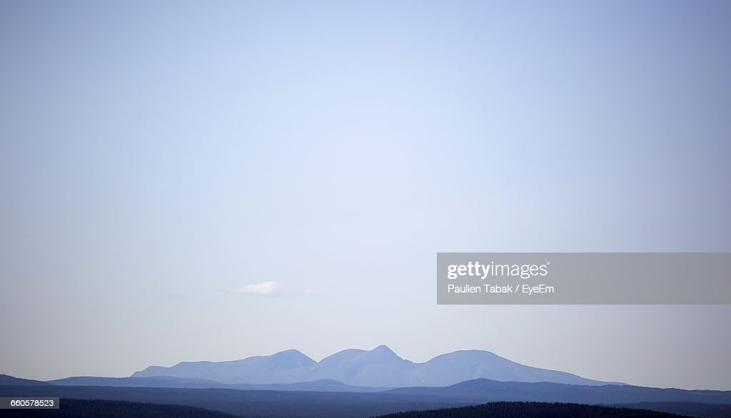 Scenic View Of Mountains Against Clear Sky : Stockfoto