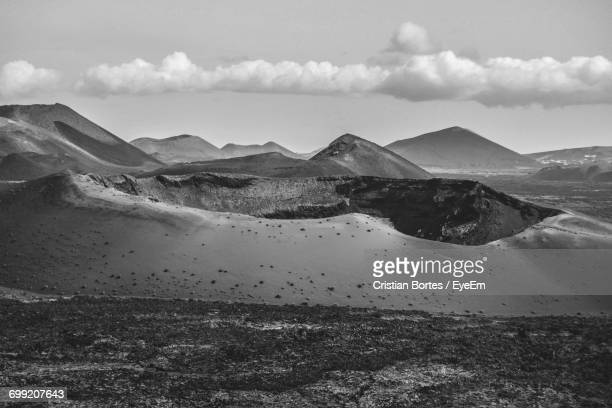 scenic view of mountains against cloudy sky - bortes stockfoto's en -beelden