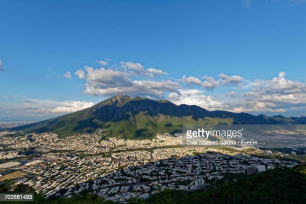 scenic view of mountains against cloudy sky - monterrey fotografías e imágenes de stock