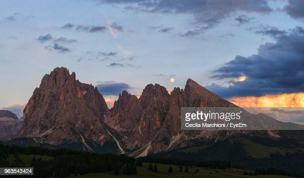scenic view of mountains against cloudy sky - wildnis stock-fotos und bilder