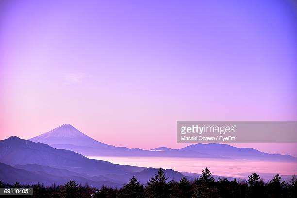scenic view of mountains against sky at sunset - 紫 ストックフォトと画像