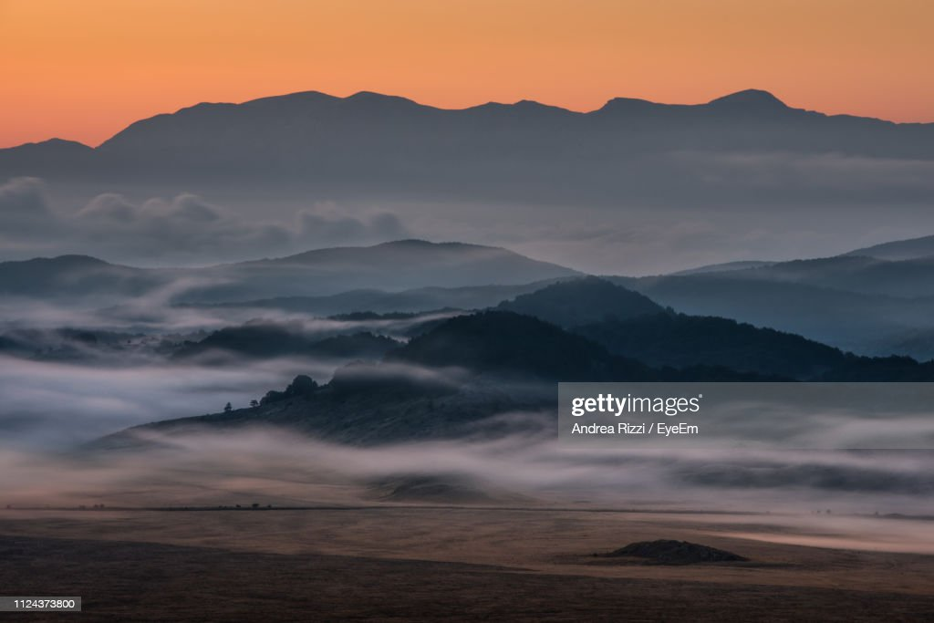 Scenic View Of Mountains Against Sky During Sunset : Foto de stock