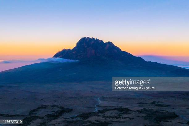 scenic view of mountains against sky during sunset - berg kilimandscharo stock-fotos und bilder