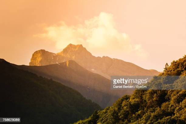 scenic view of mountains against sky during sunset - ムジェーヴ ストックフォトと画像