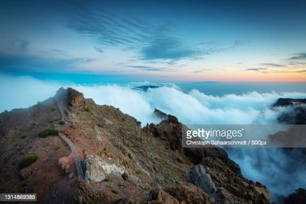 scenic view of mountains against sky during sunset,spanien,spain - spanien photos et images de collection