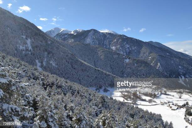 scenic view of mountains against sky during winter - muro stock photos and pictures