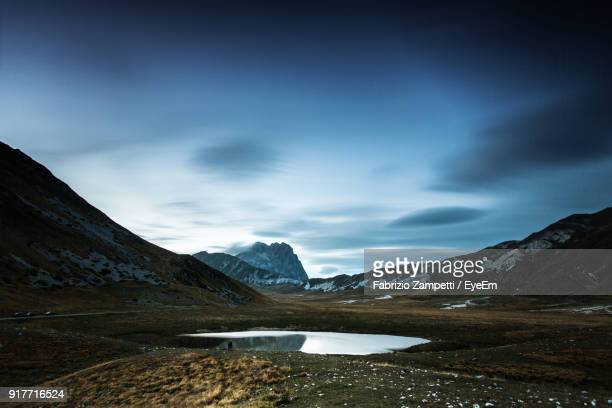 scenic view of mountains against sky during winter - fabrizio zampetti foto e immagini stock