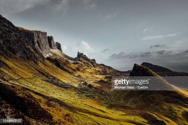 scenic view of mountains against sky in quiraing isle of skye scotland - ポートリー ストックフォトと画像