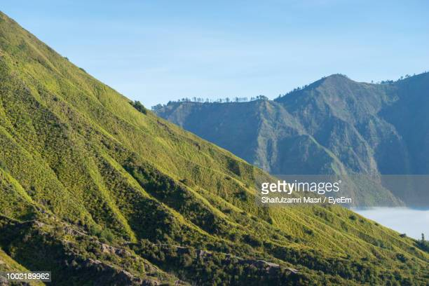 scenic view of mountains against sky - shaifulzamri foto e immagini stock