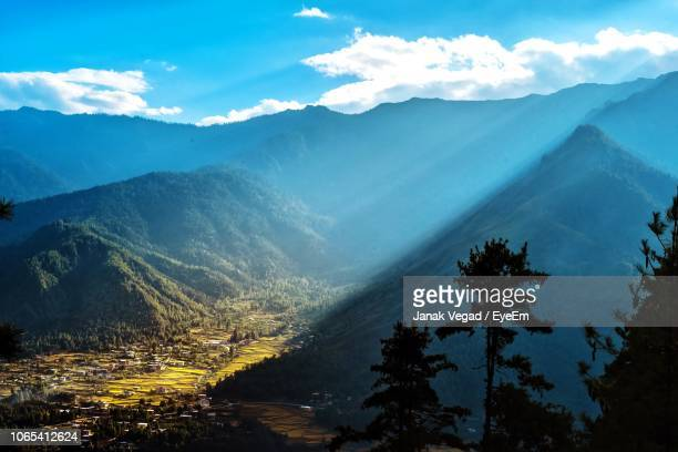 scenic view of mountains against sky - paro stock pictures, royalty-free photos & images
