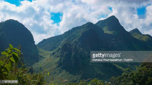 scenic view of mountains against sky - thai mueang photos et images de collection
