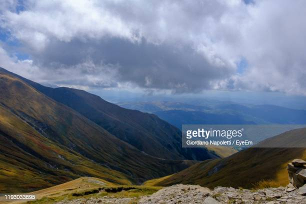 scenic view of mountains against sky - アマトリーチェ ストックフォトと画像