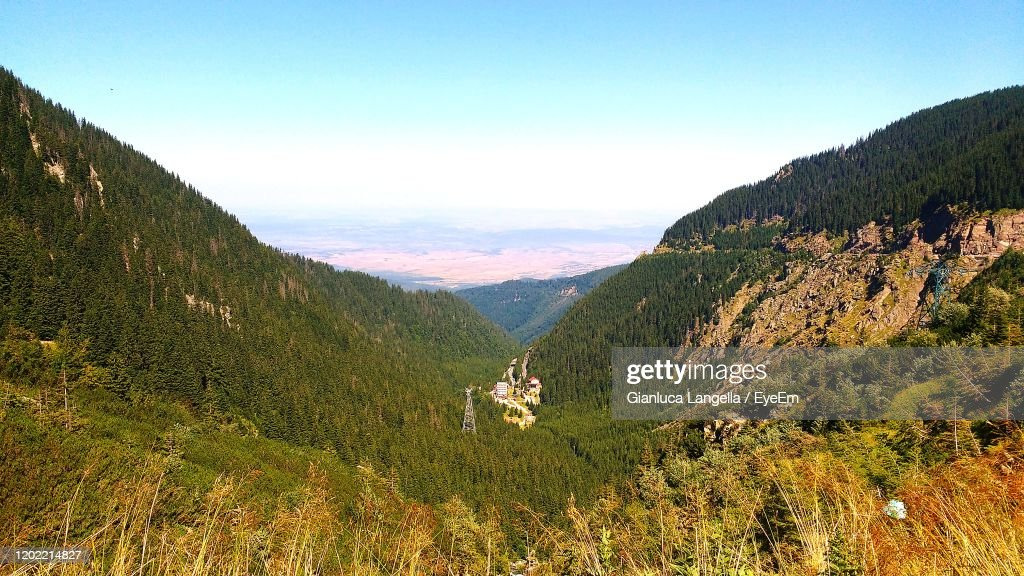Scenic View Of Mountains Against Sky : Foto stock