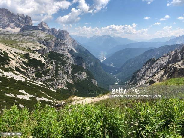 scenic view of mountains against sky - beatrice valli foto e immagini stock
