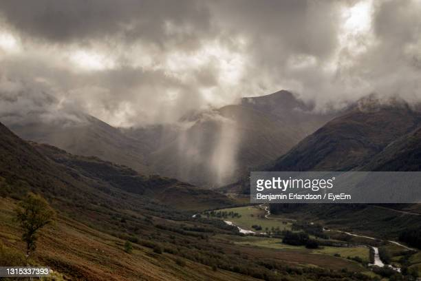 scenic view of mountains against sky - atmospheric mood stock pictures, royalty-free photos & images