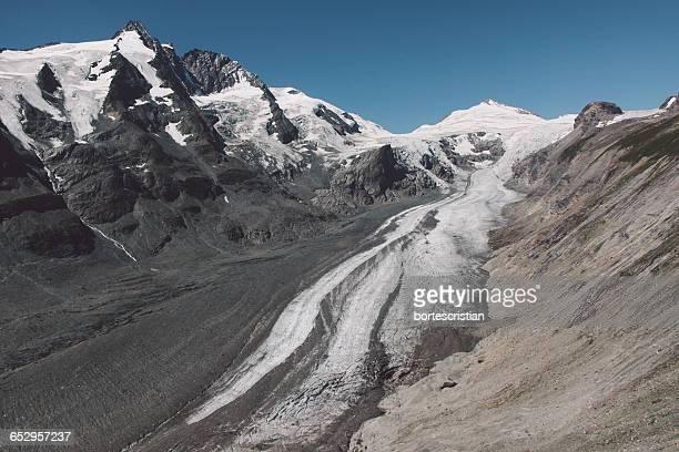 scenic view of mountains against sky - bortes stockfoto's en -beelden