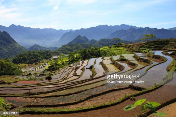 scenic view of mountains against sky - hong quan stock pictures, royalty-free photos & images