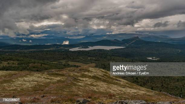 scenic view of mountains against sky - eriksen foto e immagini stock