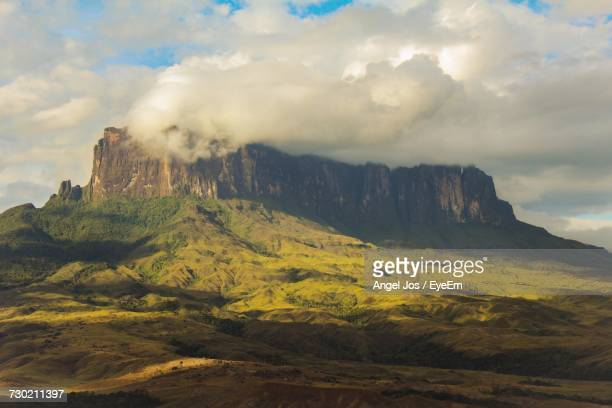 scenic view of mountains against sky - buenos aires stock-fotos und bilder
