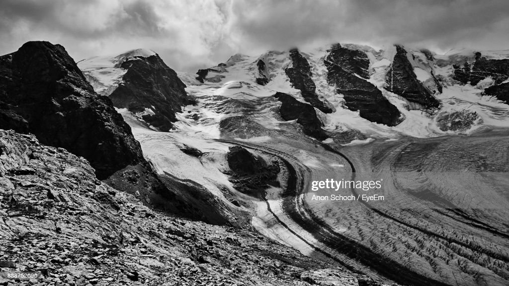 Scenic View Of Mountains Against Sky : Foto de stock