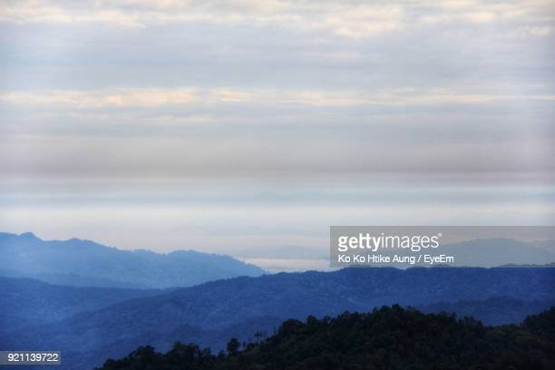 scenic view of mountains against sky - ko ko htike aung stock pictures, royalty-free photos & images