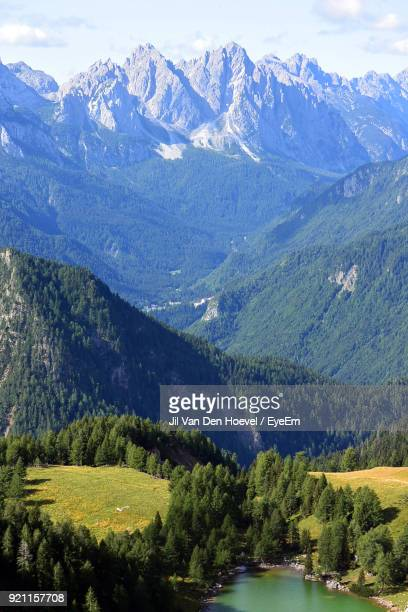 scenic view of mountains against sky - リエンツ ストックフォトと画像