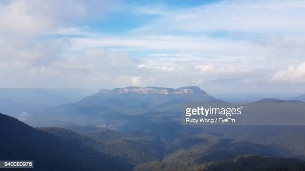 scenic view of mountains against sky - great dividing range stock-fotos und bilder