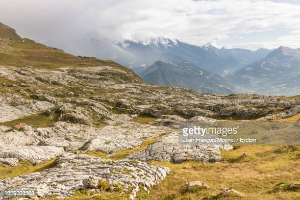 scenic view of mountains and platé desert against sky - sallanches stock pictures, royalty-free photos & images