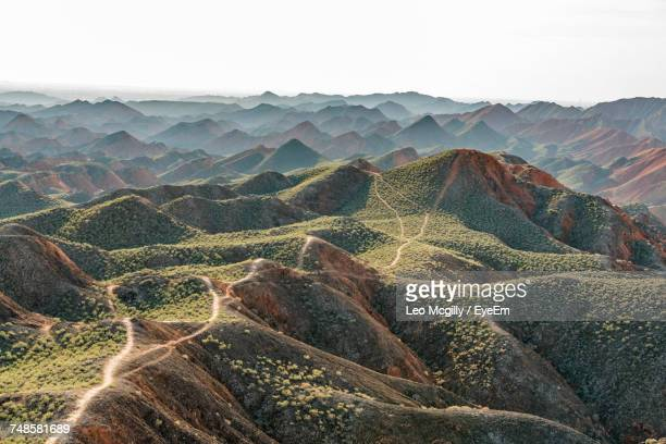 scenic view of mountains at zhangye national geopark - 甘粛張掖国家地質公園 ストックフォトと画像