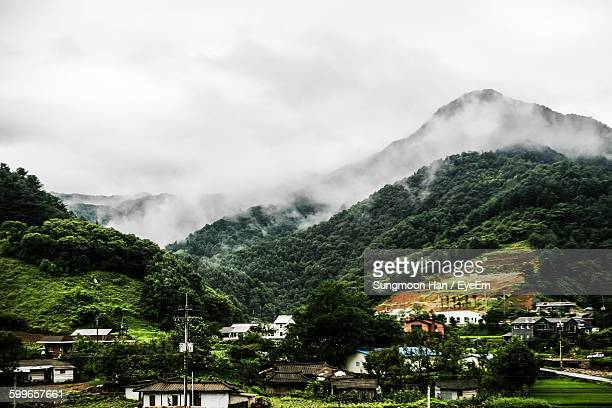 scenic view of mountains covered with clouds - chuncheon fotos imagens e fotografias de stock