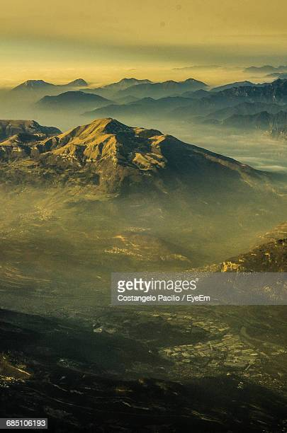 scenic view of mountains during sunset - costangelo pacilio foto e immagini stock