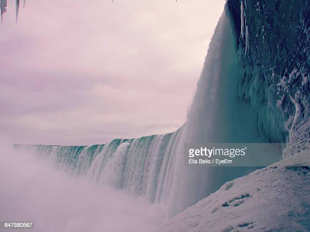 scenic view of niagara falls against sky - ella bello stock-fotos und bilder