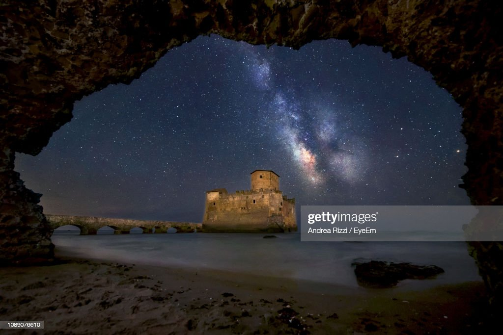 Scenic View Of Old Building Against Sky At Night : Foto de stock