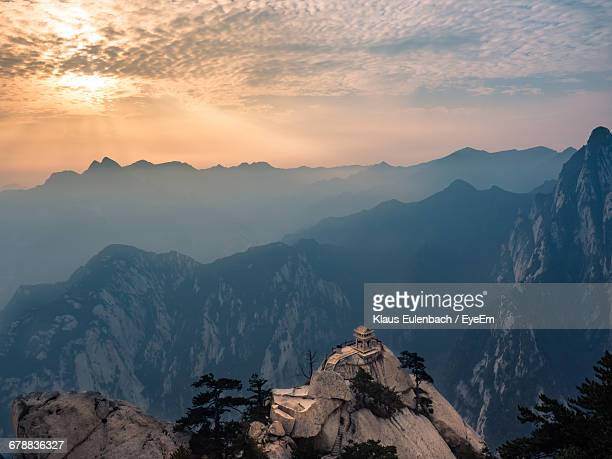scenic view of pagoda on mount hua - lotus flower peak stock pictures, royalty-free photos & images