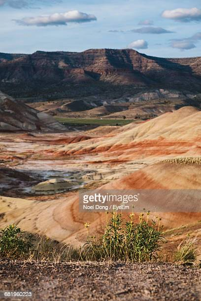 scenic view of painted hills in oregon - painted hills stock pictures, royalty-free photos & images