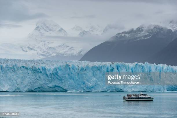 scenic view of perito moreno glacier, argentina - tourboat stock pictures, royalty-free photos & images