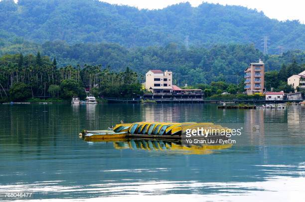 scenic view of river against mountains - liu he stock pictures, royalty-free photos & images