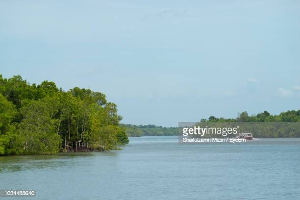 scenic view of river against sky - shaifulzamri foto e immagini stock