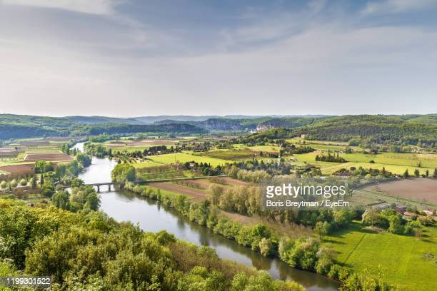 scenic view of river amidst field against sky - france photos et images de collection
